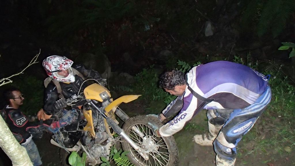 فتح قله ارفه کوه بعنوان اولین گروه موتور سوار و عبور از کوهها وجنگلهای خطرناک بسمت آبشار گزو : تیر ۱۳۹۴ – قسمت دوم